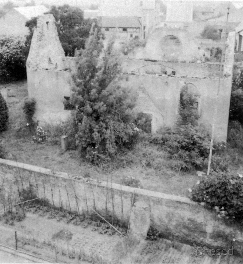 Ruine der Evangelische Kirche Königstädten 1951