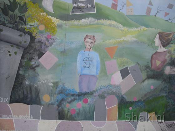 East Side Gallery - Berlin - Graffitis - Landschaft hinter Mauerresten
