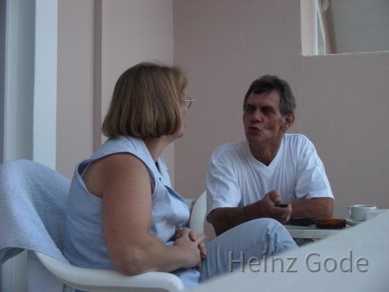 Angelika und Heinz - Kuss auf Balkon