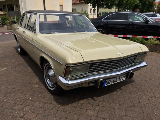 Opel Admiral 2800 S Automatik Front-Beifahrerseite