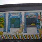 East Side Gallery - Berlin - Graffitis - Hase im Schaukelstuhl