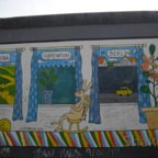 East Side Gallery - Berlin - Graffitis - Hase im Schaukelstuhl