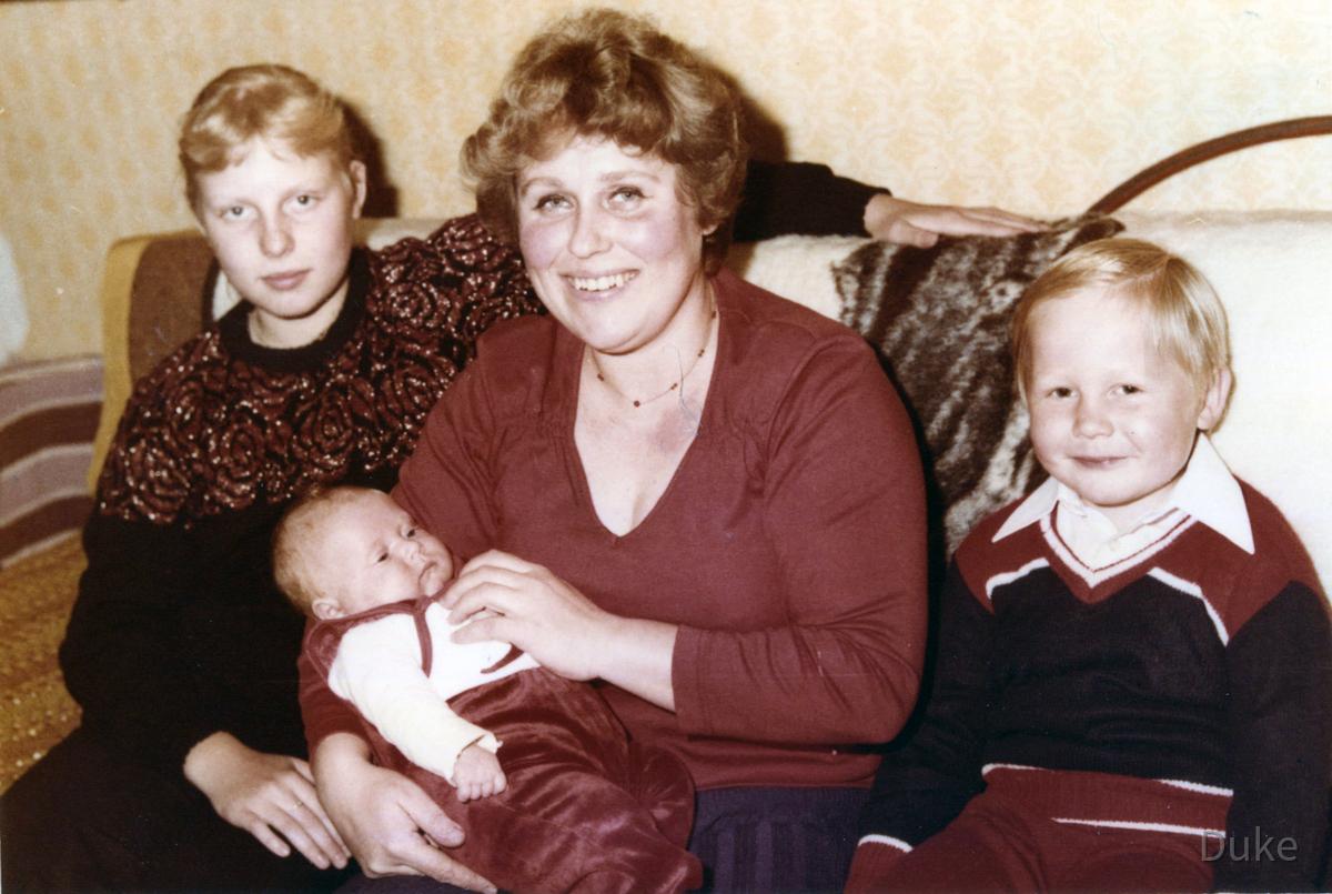 Katarzyna Dondalska mit Mutter, Bruder, Baby
