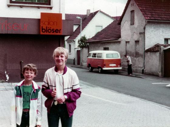 René und Markus W. - Löwenapotheke - Bahnhofstraße - Nauheim - 1981