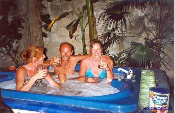 Party in der XXL-Badewanne in Mexiko