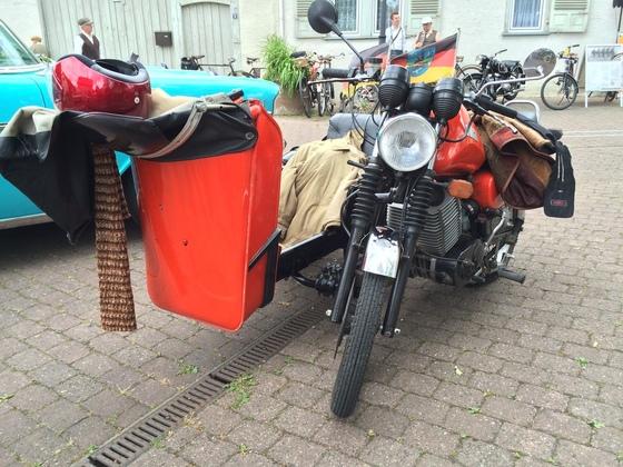 MZ Motorrad mit Beiwagen - Frontansicht