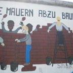 East Side Gallery - Berlin - Graffitis - Viele Mauern abzubauen