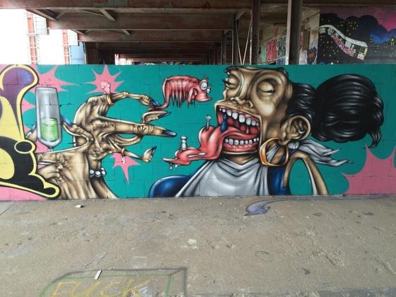 Berlin - Teufelsberg - Graffiti - Dekadente Garnelenfresser - Sekttrinker
