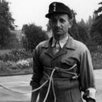 Feuerwehr Königstädten - Brandmeisterlehrgang - Kassel 1962 - Mann am Haus abgeseilt