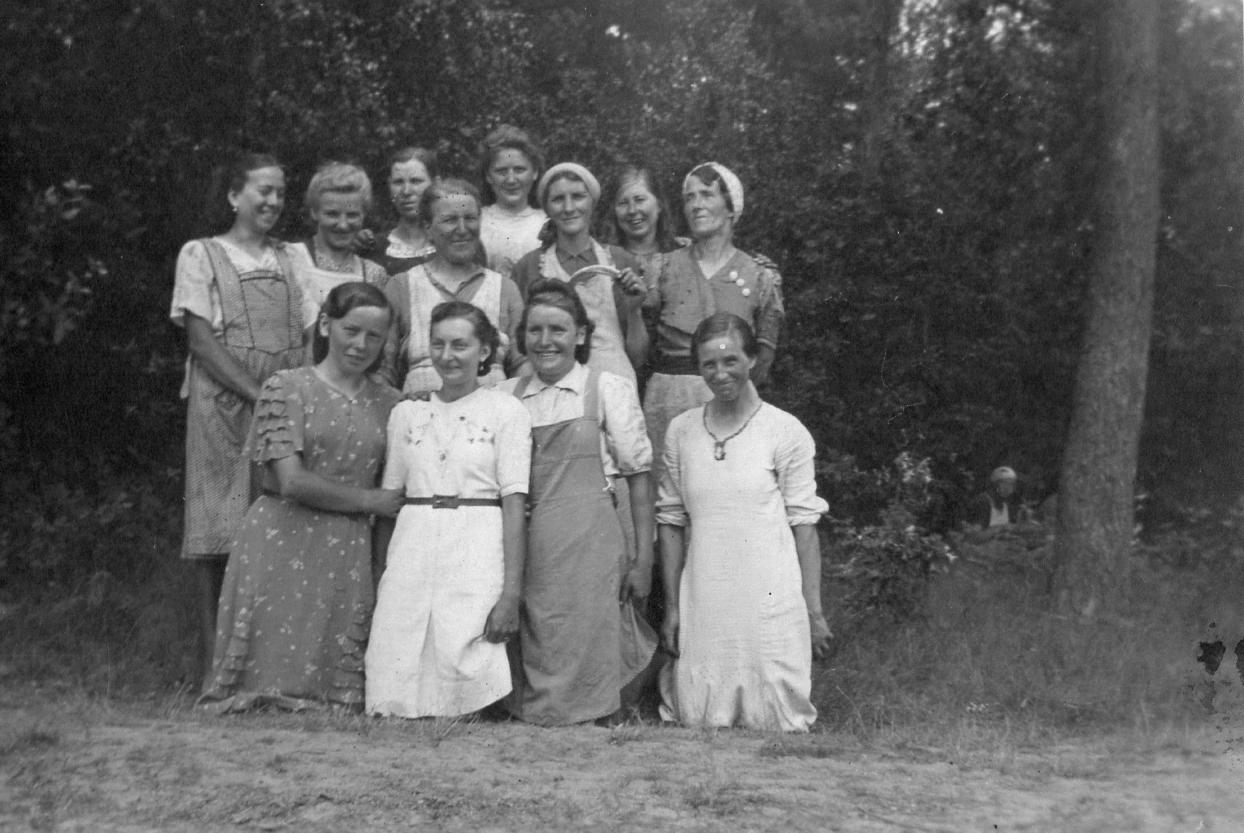 Meine Oma Katarzyna Leda bei der Waldarbeit nach dem I. Weltkrieg