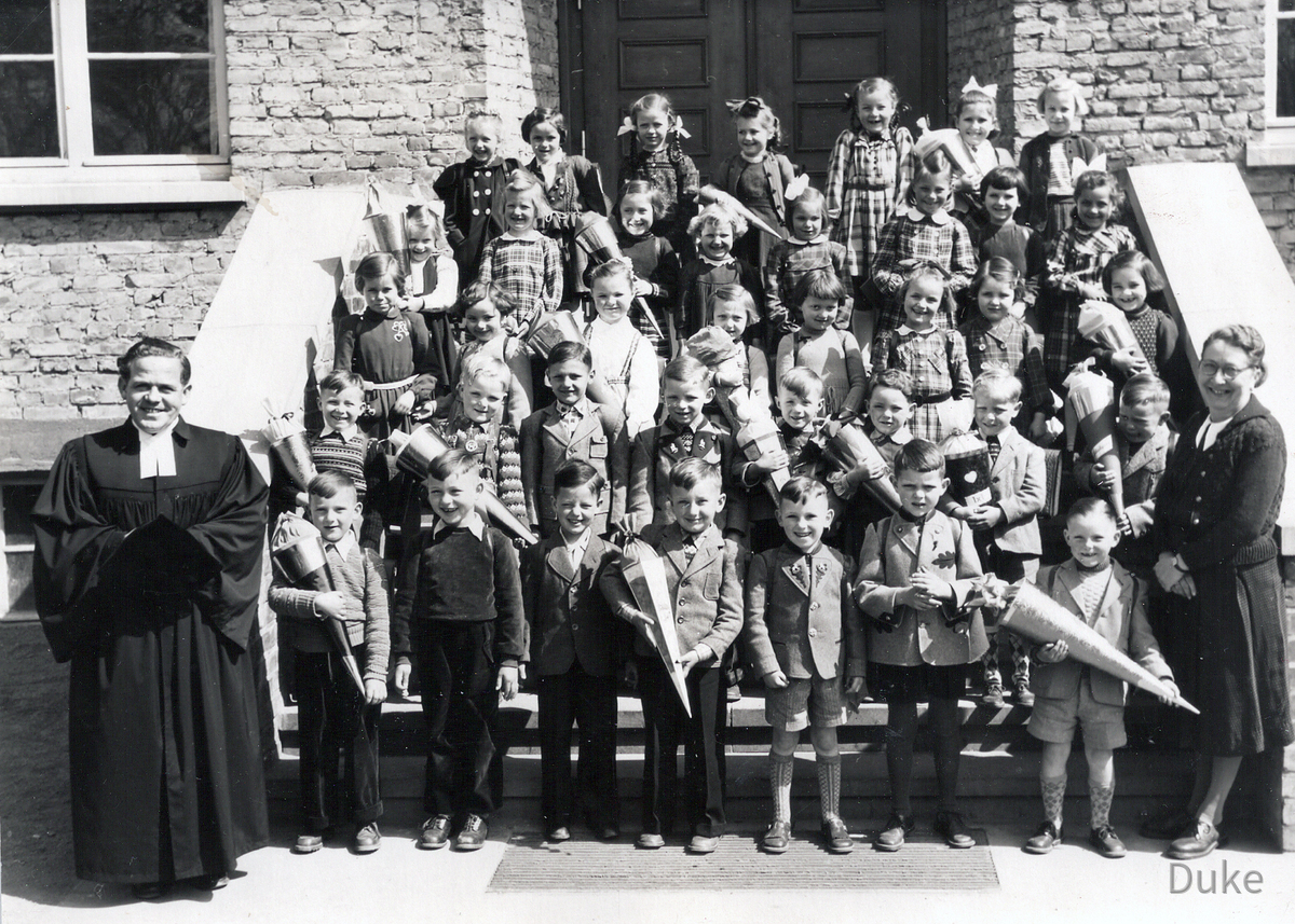 Einschulung 1953 - Königstädten - Jahrgang 1947 - Pfarrer Ramge - Lehrerin Schneider