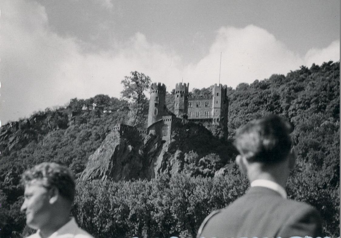 Ausflug auf dem Rhein - Unbekannte Burg