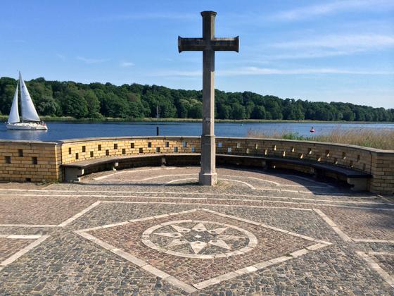 Kreuz - Heilandskirche am Port von Sacrow bei Potsdam