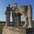 Olympiastadion Berlin - Pferdeführer Statue am Maifeld