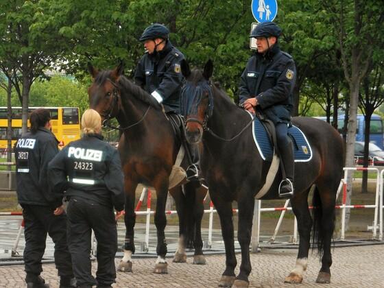 Berittene Polizei am Reichstag