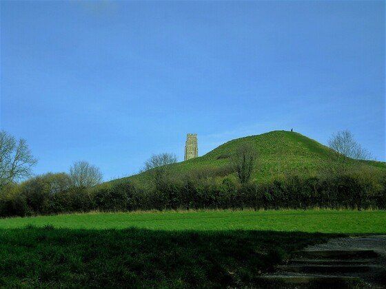 Glastonbury Tor - over the hill - über dem Hügel