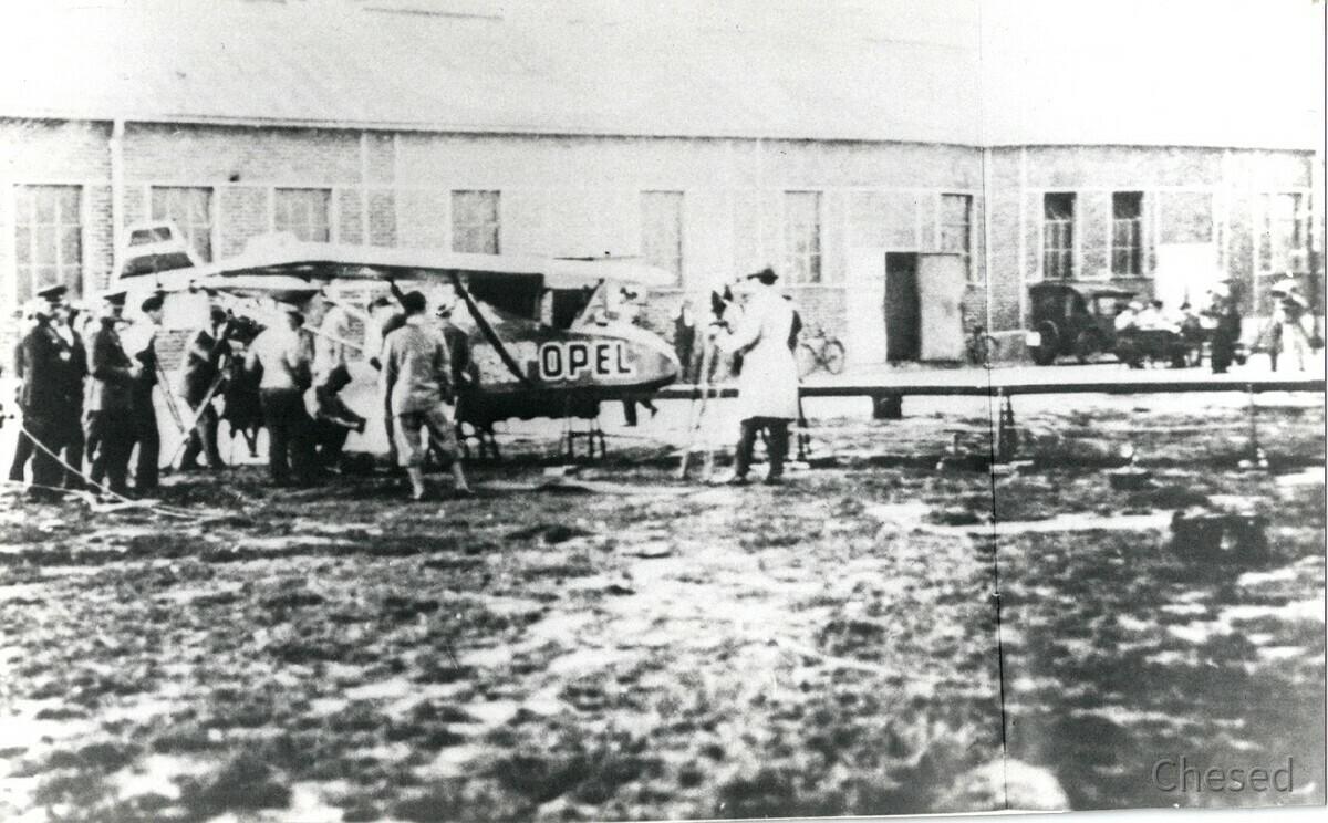 Dr. Fritz von Opel erster Flug am 30.9.1929 am Rebstockflughafen