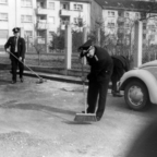 Feuerwehr Königstädten - Hof fegen nach Feuerwehrfest 1970