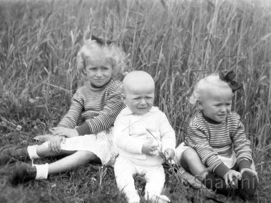 Meine Geschwister und ich (rechts)