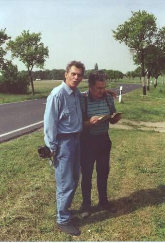 Heinz Gode mit seinem Sportlehrer Fritz Schade - Klassentreffen 19.05.2001 - Kloster Lehnin