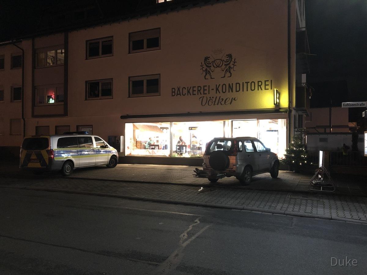Wildschwein verirrt sich in der Bäckerei Völker in Rüsselsheim-Königstädten