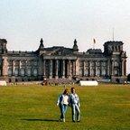 Berliner Reichstag - 1988 - Siggi und Andy als Fake-Liebespaar