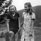 Halinka mit Freundin
