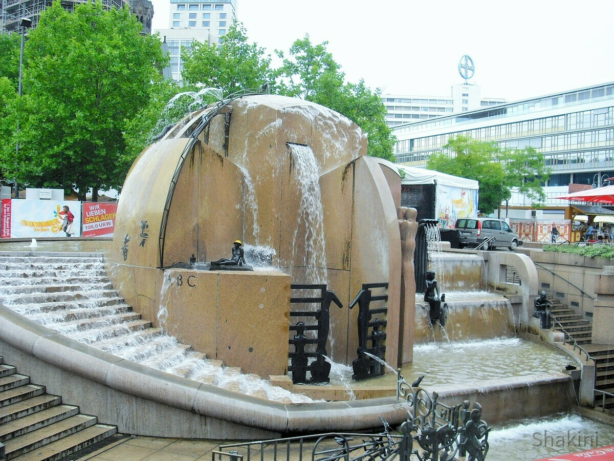 Weltkugelbrunnen am Kurfürstendamm - Wasserklops