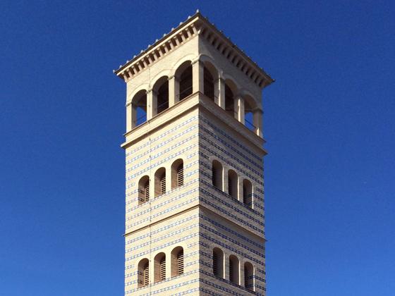 Glockenturm der Heilandskirche am Port von Sacrow bei Potsdam