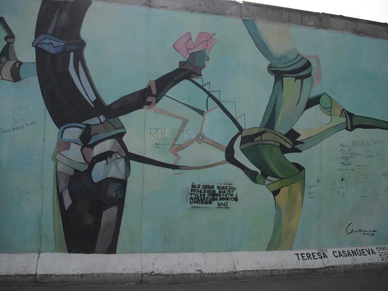 East Side Gallery - Berlin - Graffitis - Figuren - Teresa Casanueva